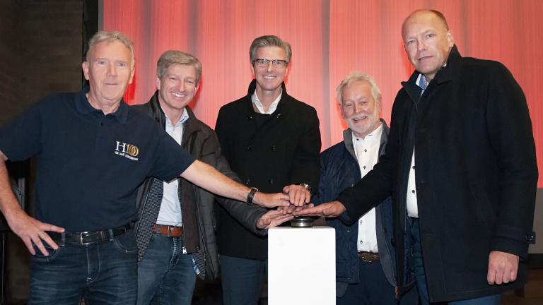 wijkwethouder Frank Simons (gemeente Heerlen), Pé Diederen (Heerlerbaan100), Frank Dijkhuis (Smeets Bouw), Frans Souren (HBV Heerlerbaan) en Robèrt Kersjes (Weller)
